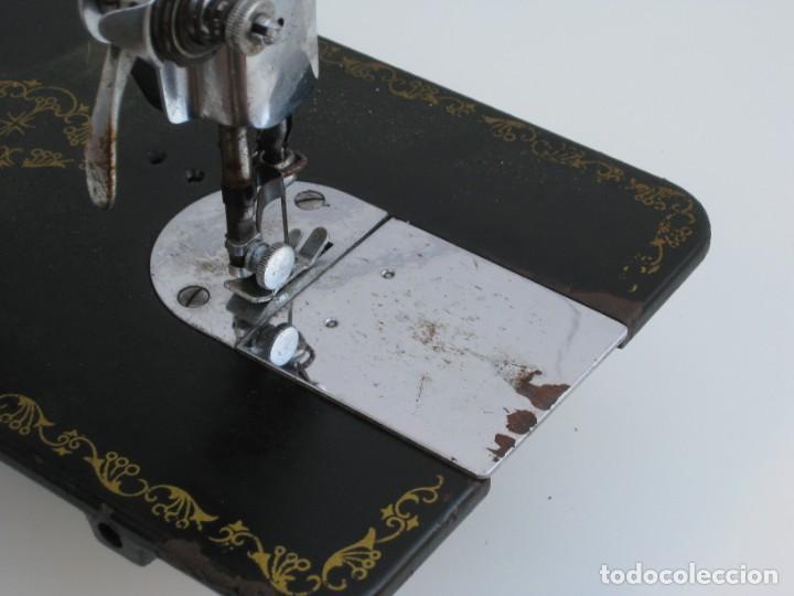 Antigüedades: Antigua maquina de coser Alfa S.A. Eibar. España. Para decoracion. - Foto 10 - 244595220