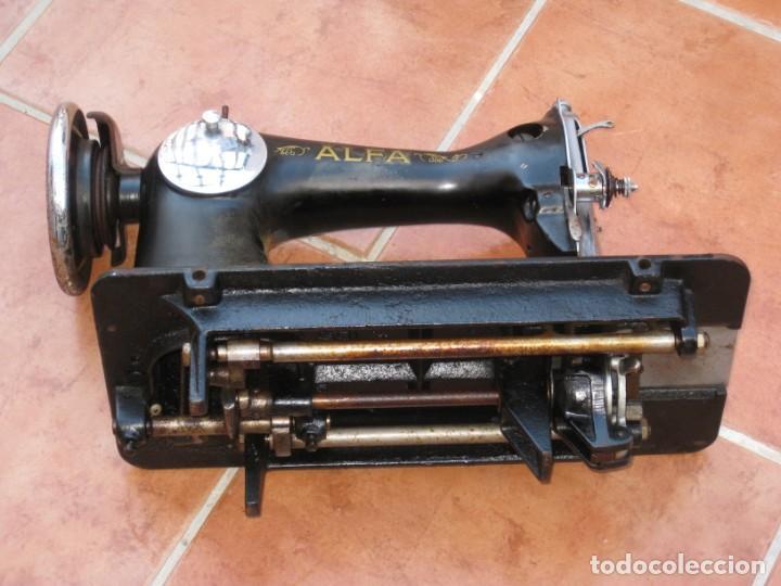 Antigüedades: Antigua maquina de coser Alfa S.A. Eibar. España. Para decoracion. - Foto 13 - 244595220