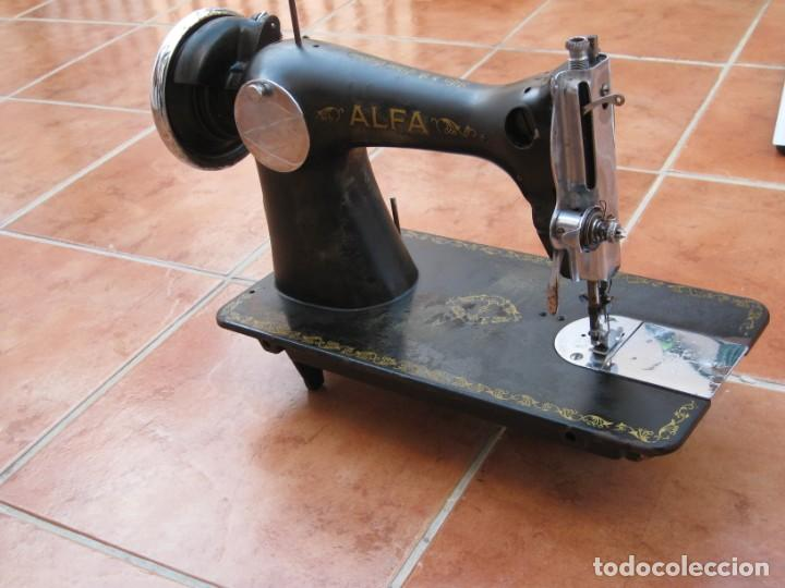 Antigüedades: Antigua maquina de coser Alfa S.A. Eibar. España. Para decoracion. - Foto 14 - 244595220