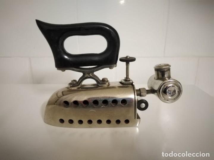 Antigüedades: Plancha antigua con depósito para alcohol - Foto 4 - 244616685