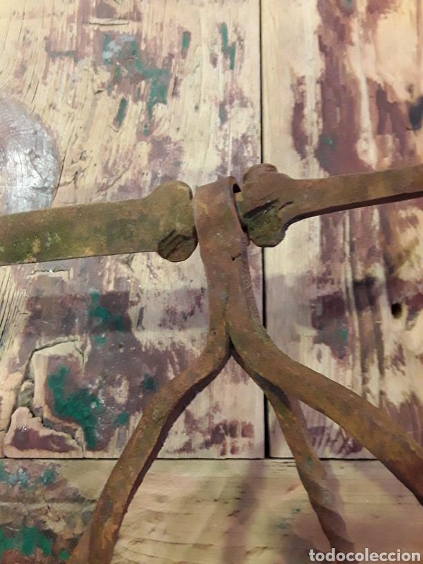 Antigüedades: Asadera de espada en forja - Foto 5 - 244708105