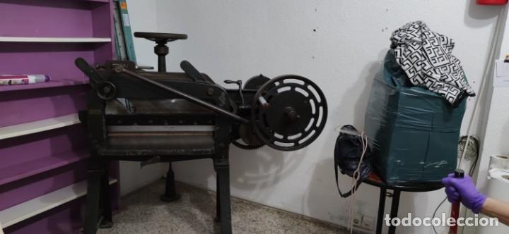 Antigüedades: Máquina prensa-guillotina antigua JOSE ROIG - Foto 7 - 244838230