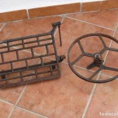 Antigüedades: PIE Y PEDAL DE MAQUINA DE COSER ANTIGUA.. Lote 244883950