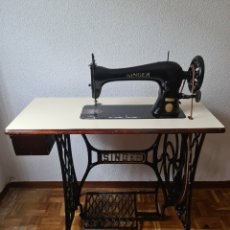 Antigüedades: VINTAGE SINGER SEWING MACHINE. Lote 244914395