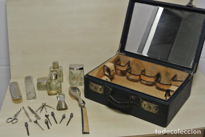 ANTIGUA MALETA TOCADOR DE VIAJE (Antigüedades - Técnicas - Barbería - Varios Barbería Antiguas)