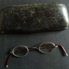 Antigüedades: GAFAS ANTIGUAS DE CELULOIDE Y METAL CON FUNDA.. Lote 244990045