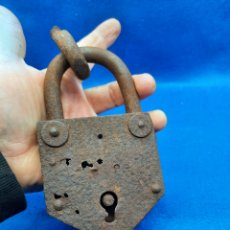 Antiquités: ANTIGUO CANDADO GRANDE DE FORJA. Lote 245014790