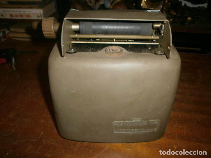 Antigüedades: Antigua calculadora mecánica marca Totalia Milano Italia años 60 completa altura 22 cm ancho 42X26 c - Foto 3 - 245066780