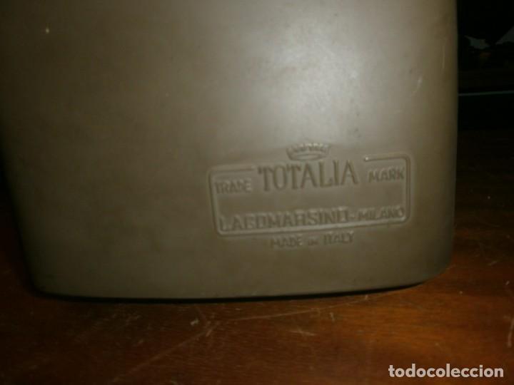 Antigüedades: Antigua calculadora mecánica marca Totalia Milano Italia años 60 completa altura 22 cm ancho 42X26 c - Foto 4 - 245066780