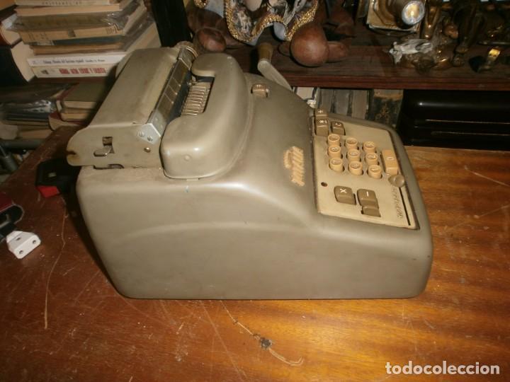 Antigüedades: Antigua calculadora mecánica marca Totalia Milano Italia años 60 completa altura 22 cm ancho 42X26 c - Foto 5 - 245066780