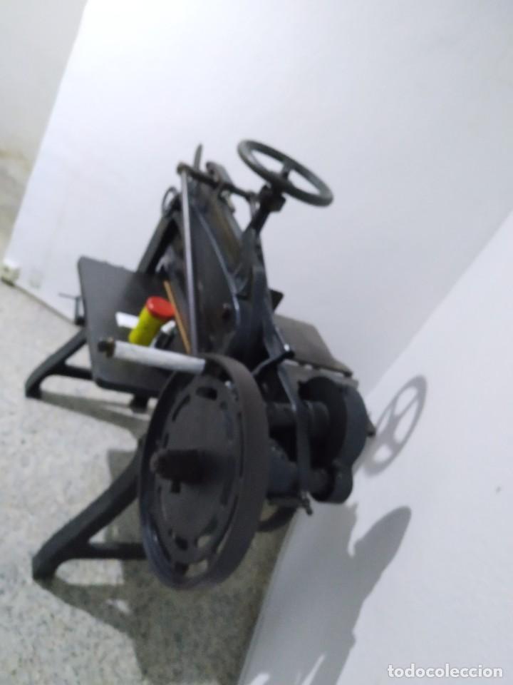 Antigüedades: Máquina prensa-guillotina antigua JOSE ROIG - Foto 8 - 244838230