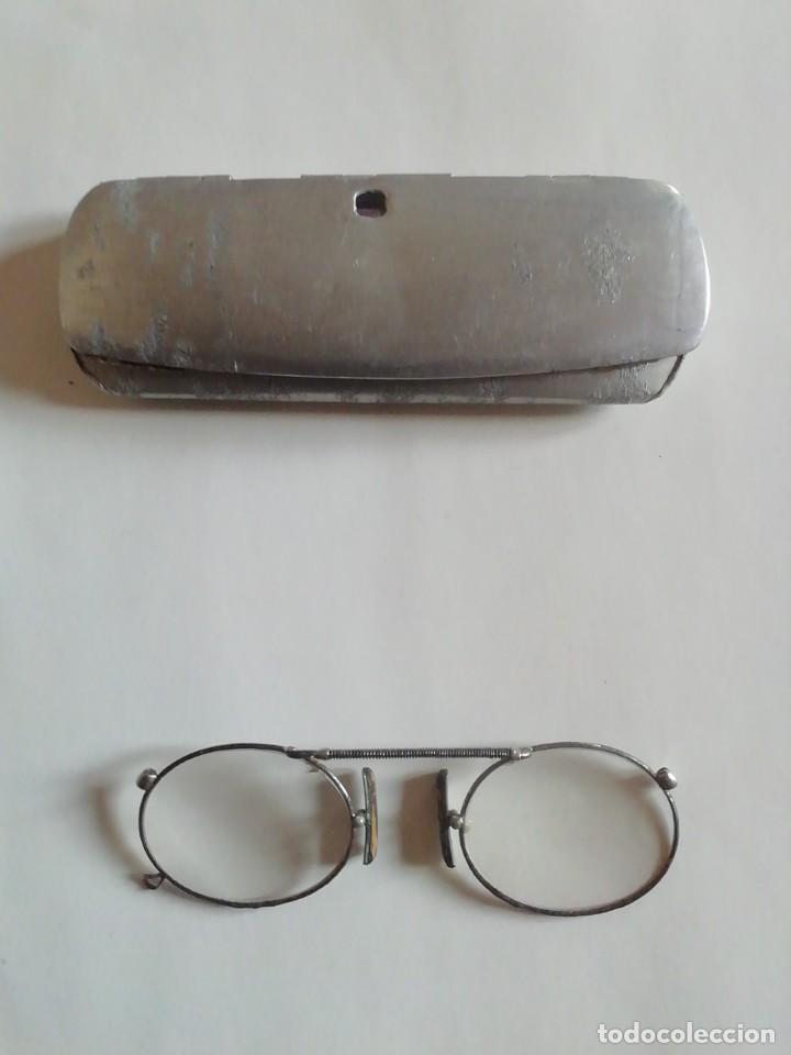 GAFAS TIPO QUEVEDO. MONTURA METÁLICA. CON FUNDA. (Antigüedades - Técnicas - Instrumentos Ópticos - Gafas Antiguas)