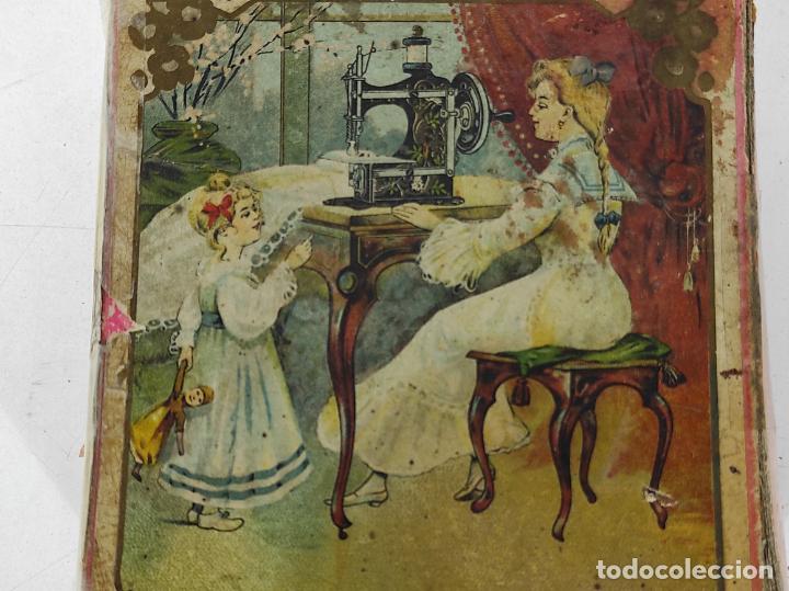 Antigüedades: Pequeña Maquina de Coser - Juguete Modernista - Germany - con Caja Original - Foto 18 - 245243485