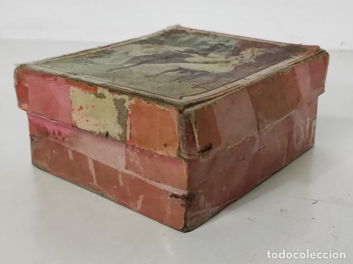 Antigüedades: Pequeña Maquina de Coser - Juguete Modernista - Germany - con Caja Original - Foto 19 - 245243485