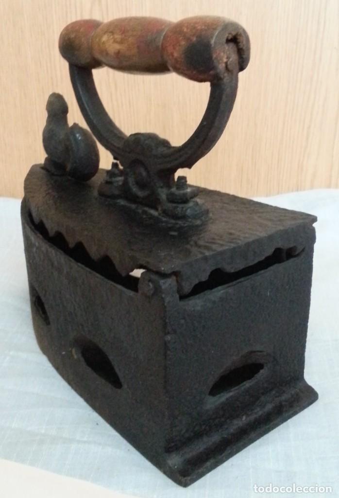 Antigüedades: Plancha antigua de brasas en hierro. Asidera en madera. - Foto 6 - 245419315