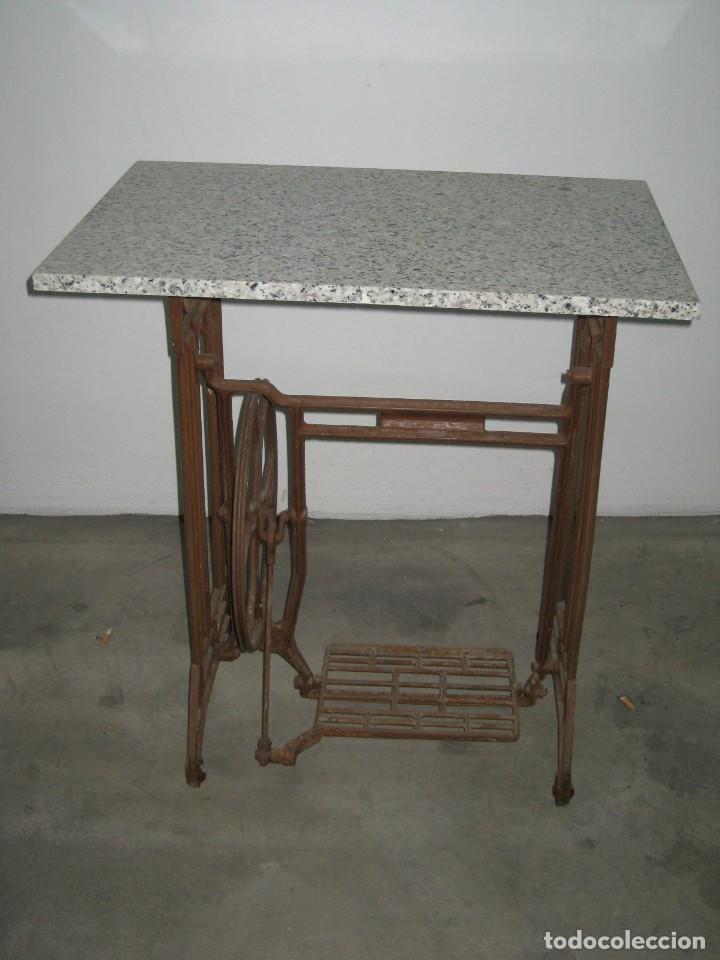 MESA CON PIE DE MAQUINA DE COSER REFREY (Antigüedades - Técnicas - Máquinas de Coser Antiguas - Refrey)
