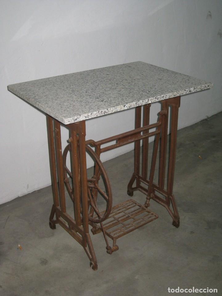 Antigüedades: MESA CON PIE DE MAQUINA DE COSER REFREY - Foto 3 - 245429085