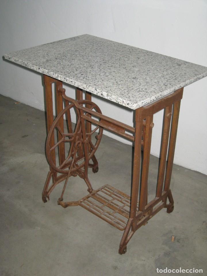 Antigüedades: MESA CON PIE DE MAQUINA DE COSER REFREY - Foto 4 - 245429085