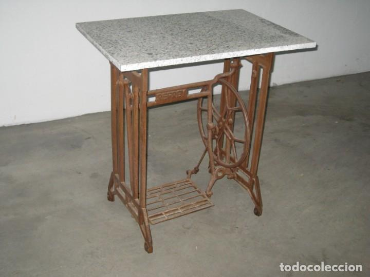 Antigüedades: MESA CON PIE DE MAQUINA DE COSER REFREY - Foto 5 - 245429085