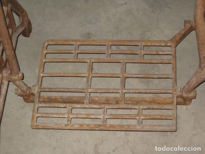 Antigüedades: MESA CON PIE DE MAQUINA DE COSER REFREY - Foto 7 - 245429085
