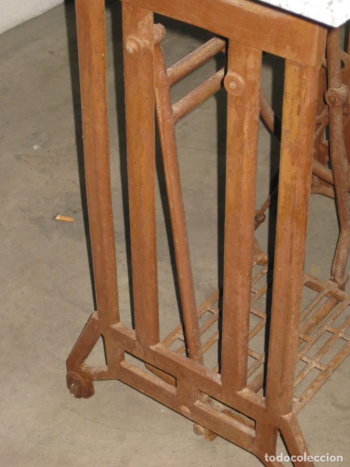 Antigüedades: MESA CON PIE DE MAQUINA DE COSER REFREY - Foto 11 - 245429085