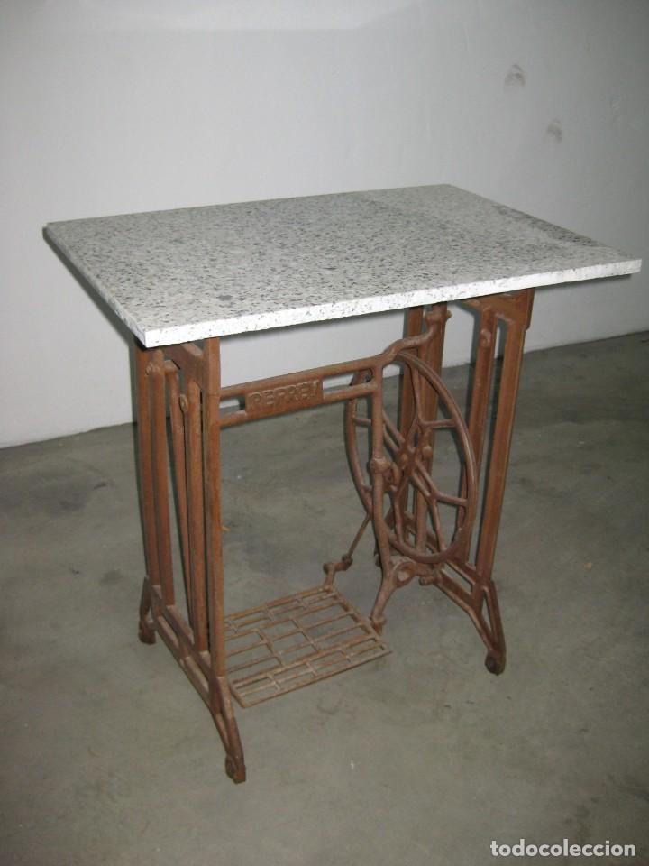 Antigüedades: MESA CON PIE DE MAQUINA DE COSER REFREY - Foto 13 - 245429085