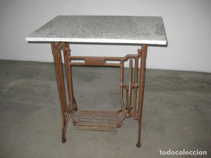 Antigüedades: MESA CON PIE DE MAQUINA DE COSER REFREY - Foto 16 - 245429085