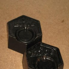 Antigüedades: LOTE DE 2 PONDERALES, PESAS DE 1 KILO.. Lote 245437865