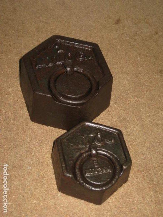 LOTE DE 2 PONDERALES, PESAS DE 1 KILO Y MEDIO KILO. (Antigüedades - Técnicas - Medidas de Peso - Ponderales Antiguos)