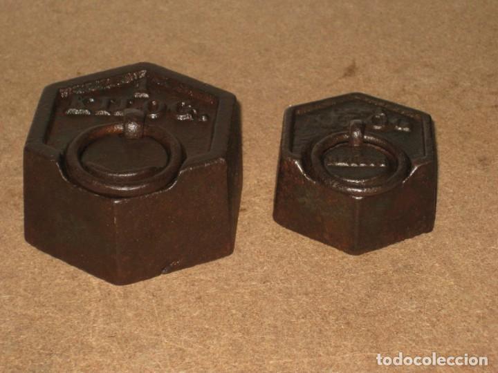 Antigüedades: Lote de 2 ponderales, pesas de 1 kilo y medio kilo. - Foto 4 - 245439615