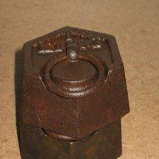 Antigüedades: LOTE DE 2 PONDERALES, PESAS DE 1 KILO.. Lote 245442880