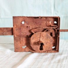 Antigüedades: CERRADURA ANTIGUA DE HIERRO. ANTIQUE SPANISH IRON LOCK.. Lote 245443660