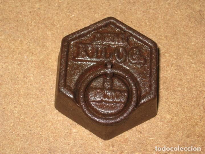 Antigüedades: Lote de 2 ponderales, pesas de 1 kilo y medio kilo. - Foto 4 - 245473755
