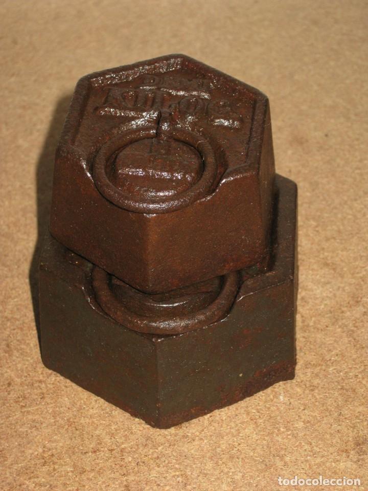 Antigüedades: Lote de 2 ponderales, pesas de 1 kilo y medio kilo. - Foto 5 - 245473755