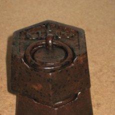 Antigüedades: LOTE DE 2 PONDERALES, PESAS DE 1 KILO.. Lote 245474345