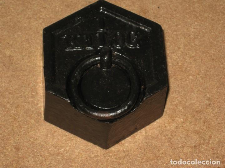 Antigüedades: Lote de 3 ponderales, pesas de 1 kilo, medio kilo y 200gr. - Foto 3 - 245475380