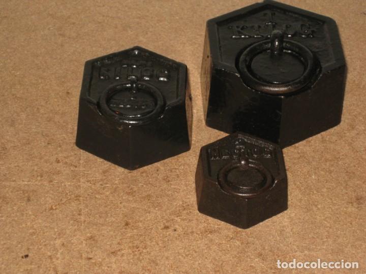 Antigüedades: Lote de 3 ponderales, pesas de 1 kilo, medio kilo y 200gr. - Foto 6 - 245475380
