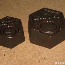 Antigüedades: LOTE DE 2 PONDERALES, PESAS DE 1 KILO Y MEDIO KILO.. Lote 245476570