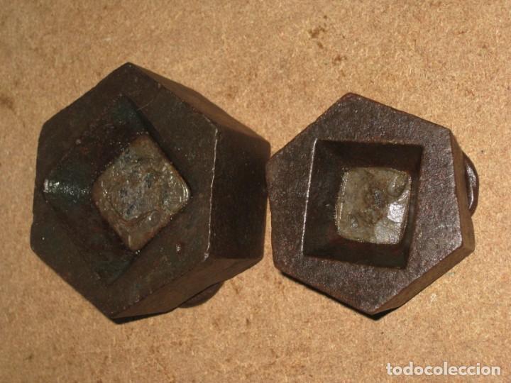Antigüedades: Lote de 2 ponderales, pesas de 1 kilo y medio kilo. - Foto 5 - 245476570