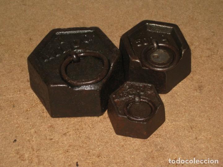 Antigüedades: Lote de 3 ponderales, pesas de 1 kilo, medio kilo y 200gr. - Foto 2 - 245479255