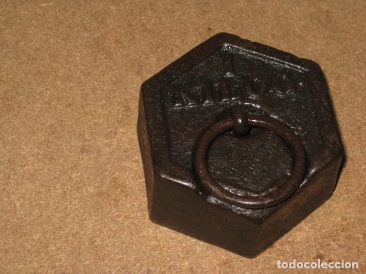Antigüedades: Lote de 3 ponderales, pesas de 1 kilo, medio kilo y 200gr. - Foto 3 - 245479255
