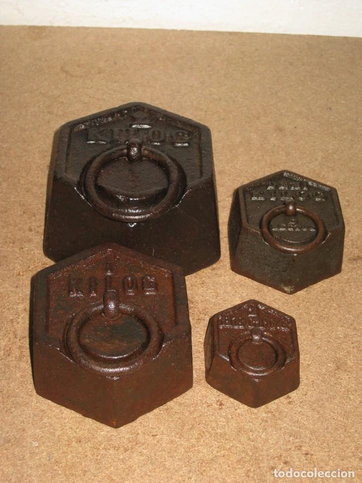 Antigüedades: Lote de 4 ponderales, pesas de 2 kilos, 1 kilo, medio kilo y 200gr. - Foto 2 - 245480030