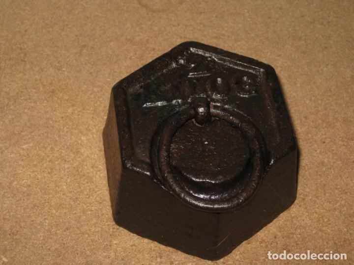 Antigüedades: Lote de 4 ponderales, pesas de 2 kilos, 1 kilo, medio kilo y 200gr. - Foto 3 - 245480030