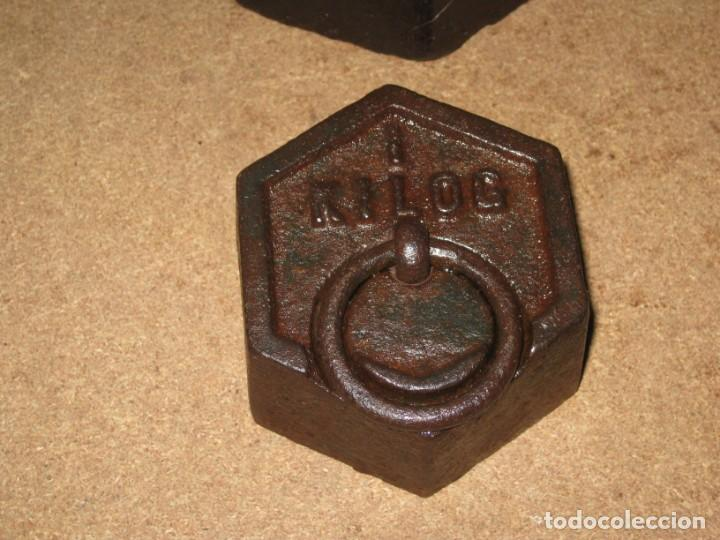 Antigüedades: Lote de 4 ponderales, pesas de 2 kilos, 1 kilo, medio kilo y 200gr. - Foto 4 - 245480030