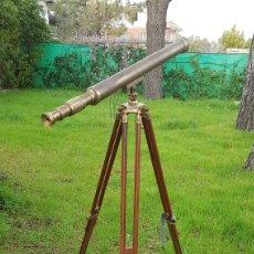 Antigüedades: TELESCOPIO CON TRÍPODE DE MADERA.. Lote 245484510