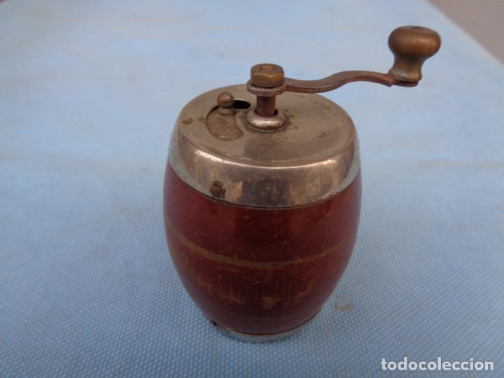 ANTIGUO MOLINILLO DE PIMIENTA (Antigüedades - Técnicas - Molinillos de Café Antiguos)