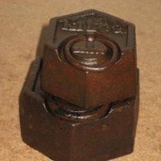 Antigüedades: LOTE DE 2 PONDERALES, PESAS DE 1 KILO Y MEDIO KILO.. Lote 245541595