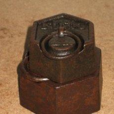 Antigüedades: LOTE DE 2 PONDERALES, PESAS DE 1 KILO Y MEDIO KILO.. Lote 245543510
