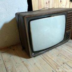 Antigüedades: ANTIGUO TELEVISOR WERNER EN ACABADO MADERA. CIRCA 1960.. Lote 245603830