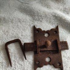 Antigüedades: CIERRE DE FORJA PARA PUERTAS. Lote 245603965